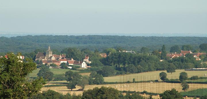 Le village du Brethon entre bocage et forêt