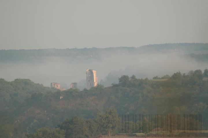 Vue sur le château de Hérisson